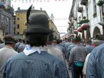 Tutti in fila per la sfilata