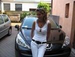 Angelica e l'auto nuova