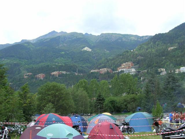 Vista montagne e campeggio di Sondalo