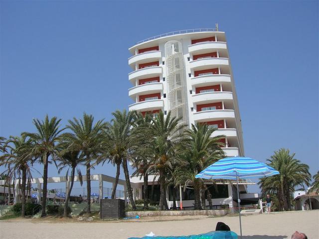 Hotel Fiesta dalla spiaggia